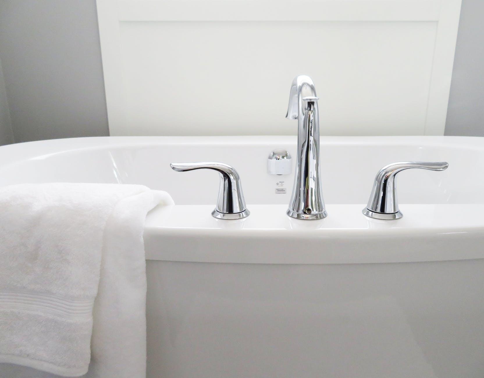 Eliminate bathtub ring using nail polish remover